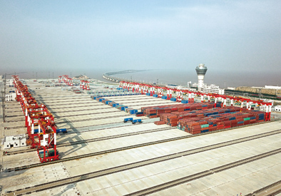 """幾乎""""空無一人"""":上海建成全球最大智能碼頭"""