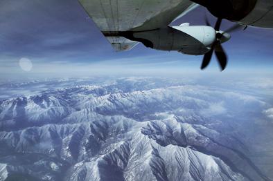 我軍首次出動運-9飛機搶救病危軍人
