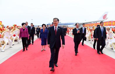 汪洋率中央代表团飞抵银川出席宁夏回族自治区成立60周年庆祝活动